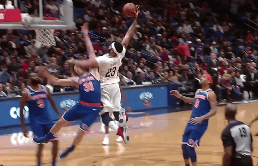 Top 10 : Anthony Davis renverse Ron Baker !