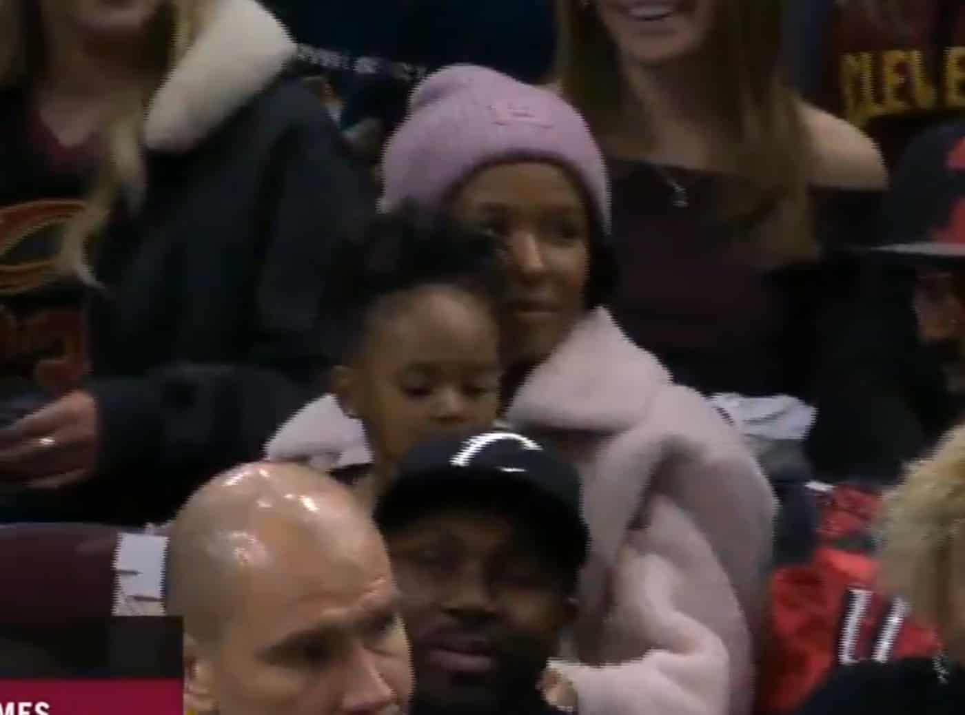 LeBron James, ce papa modèle, même en plein match