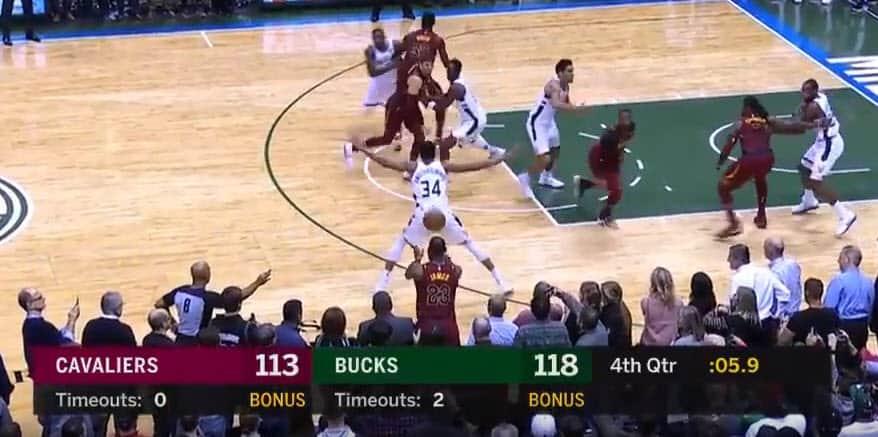 Coup de génie : LeBron James utilise le Greek Freak pour marquer à 3 points