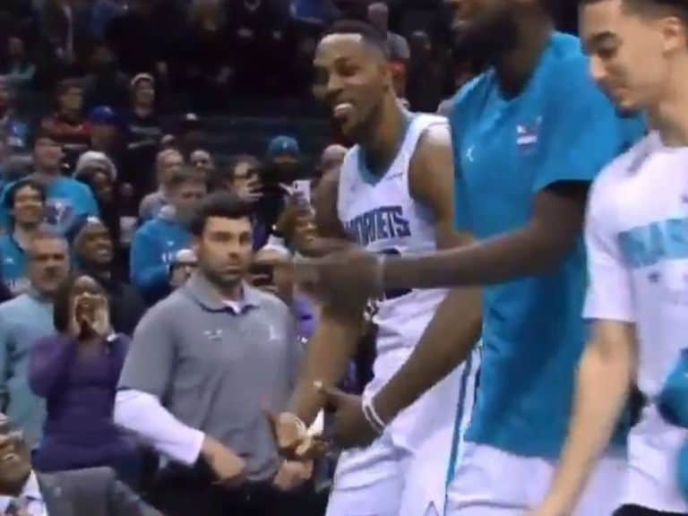 Dwight Howard porte ses cou***** comme Sam Cassell