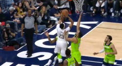 Not in my house ! Karl-Anthony Towns dit non à Anthony Davis