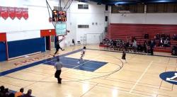Violent : Il fracasse le plexi en montant au dunk