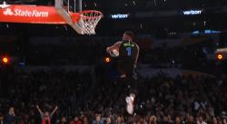 Dennis Smith Jr a calé le dunk le plus fou du concours !