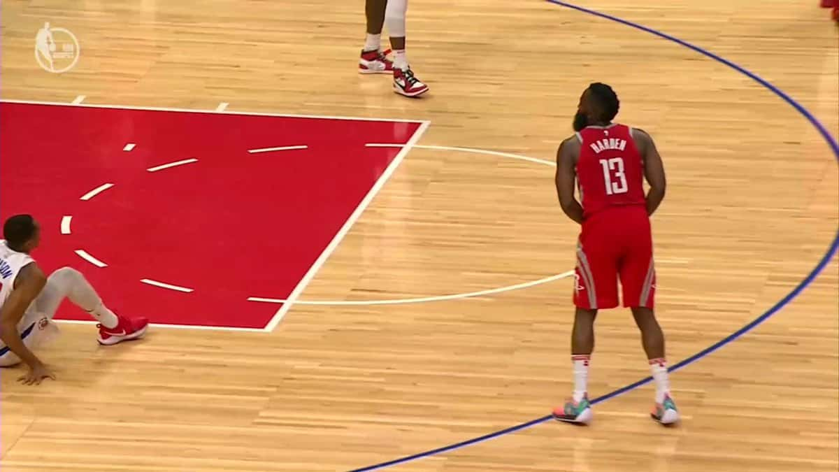 Humiliation suprême : James Harden extermine Johnson