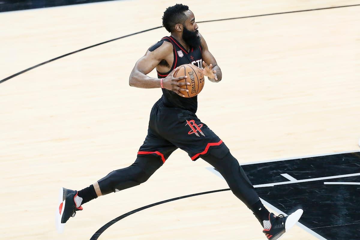 Les Rockets roulent sur les Warriors et égalisent