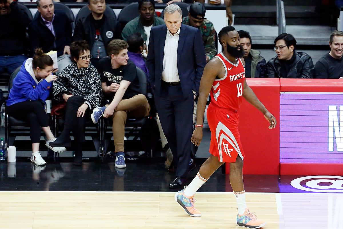 Les Rockets ont puni les prises à deux sur James Harden
