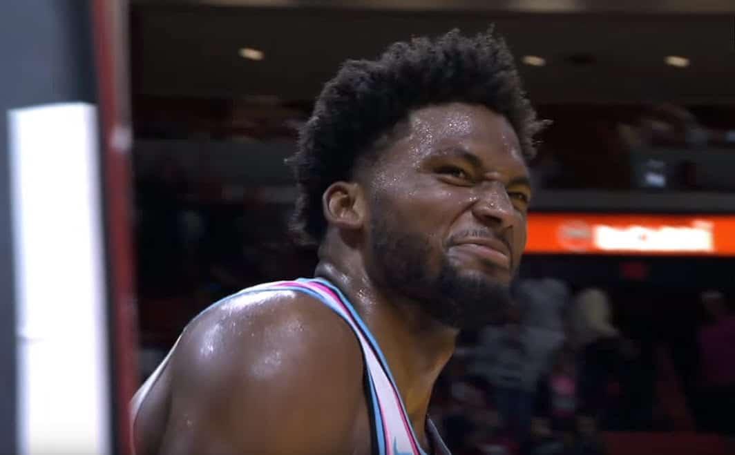 Justise Winslow claque un dunk malsain face à deux Suns
