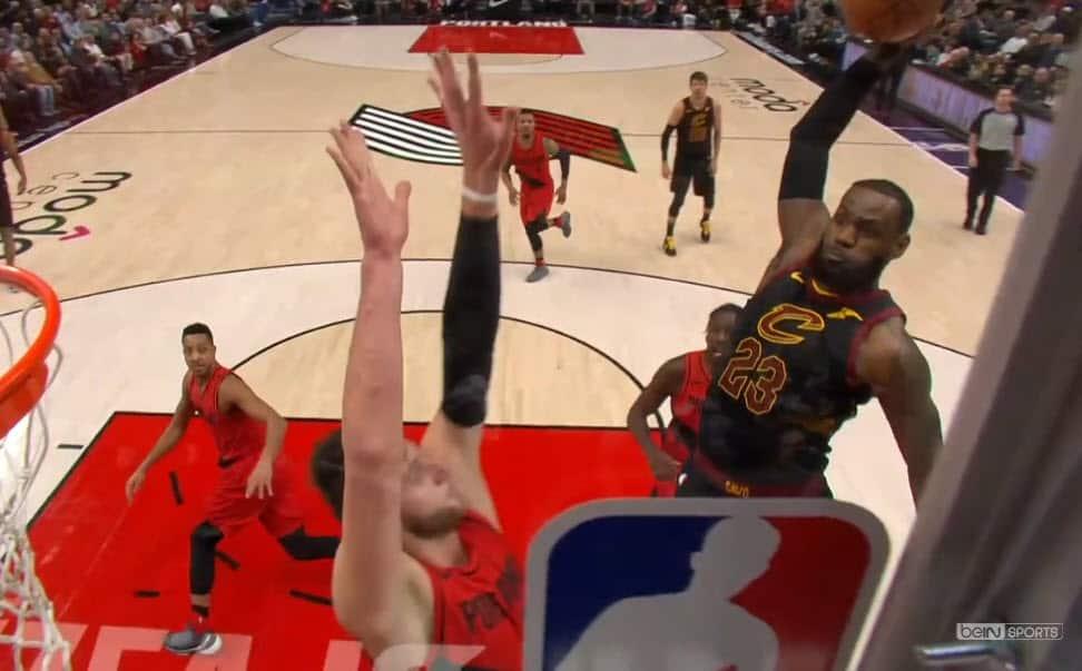 LeBron James claque un dunk d'une violence inouïe sur Nurkic !