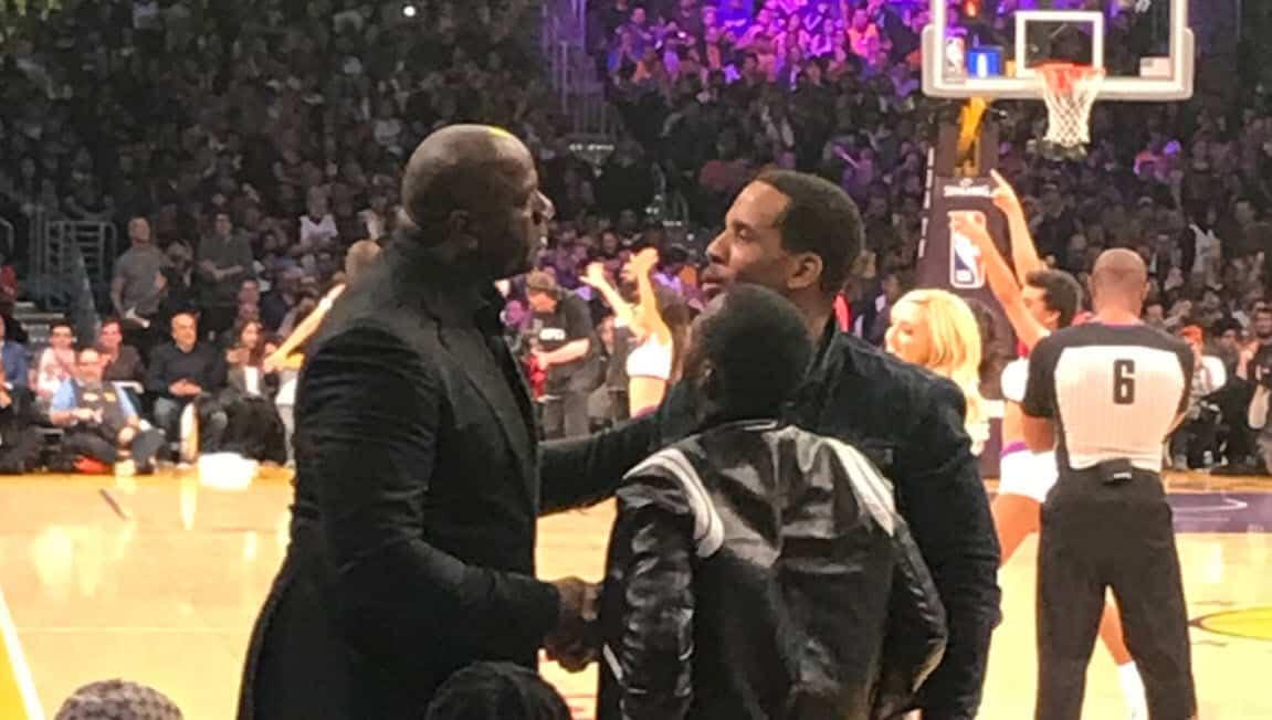 Magic Johnson discute avec le camp de LeBron James