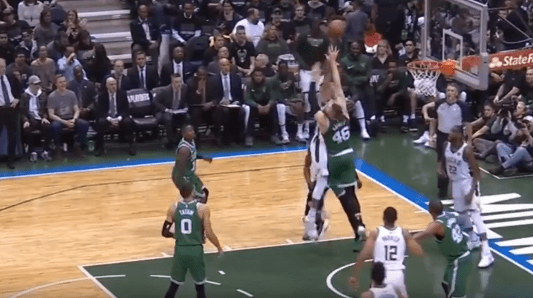 Top 10 : Giannis Antetokounmpo ASSASSINE Baynes !