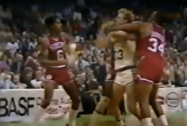 Larry Bird vs Julius Erving : quand deux légendes se bastonaient