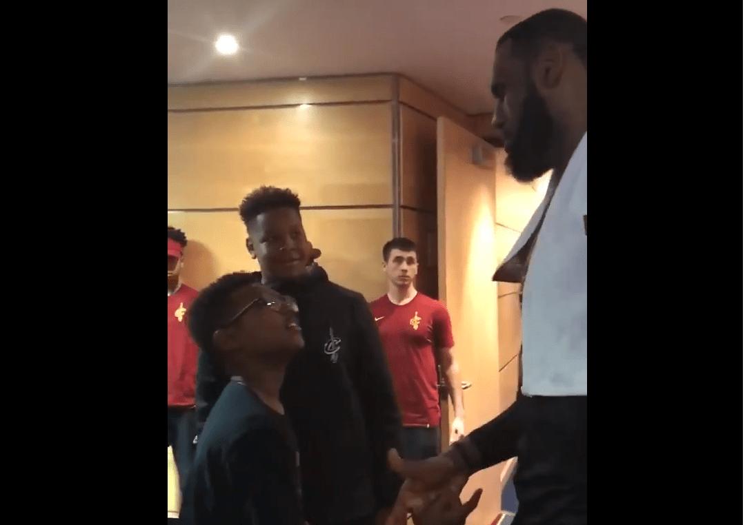 Même le gamin de LeBron James n'arrive pas à croire aux tirs de son père