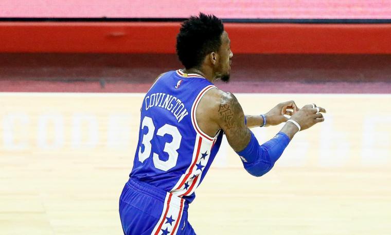 Sixers et Rockets se disputent Robert Covington