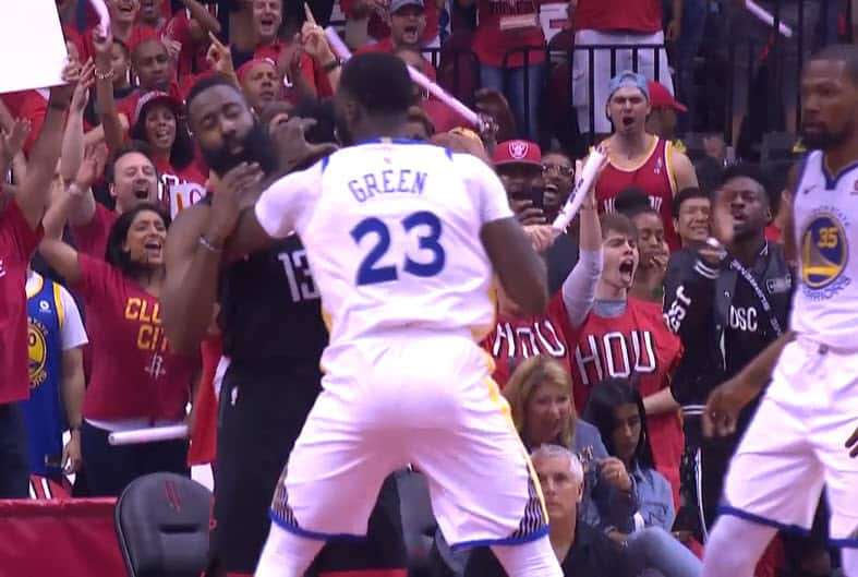 Draymond Green agresse James Harden gratuitement