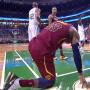 LeBron James percuté par Jayson Tatum et touché à la nuque
