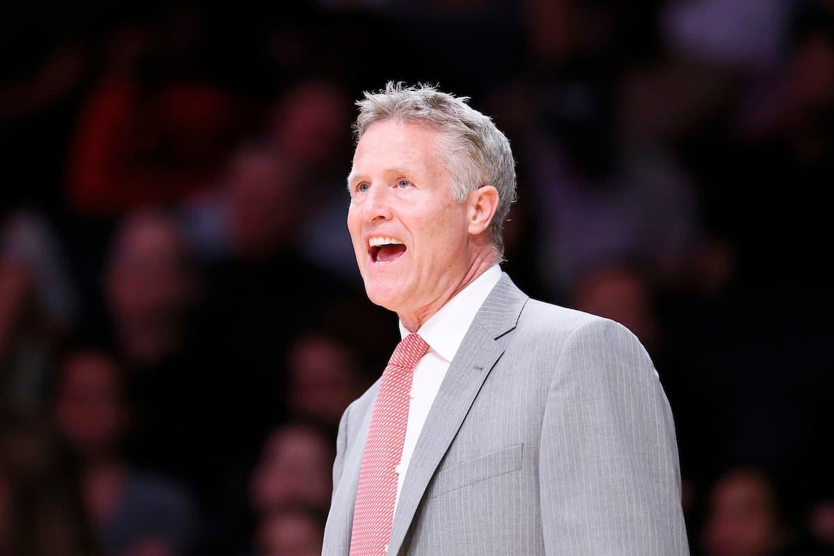 Brett Brown va rester coach des Sixers