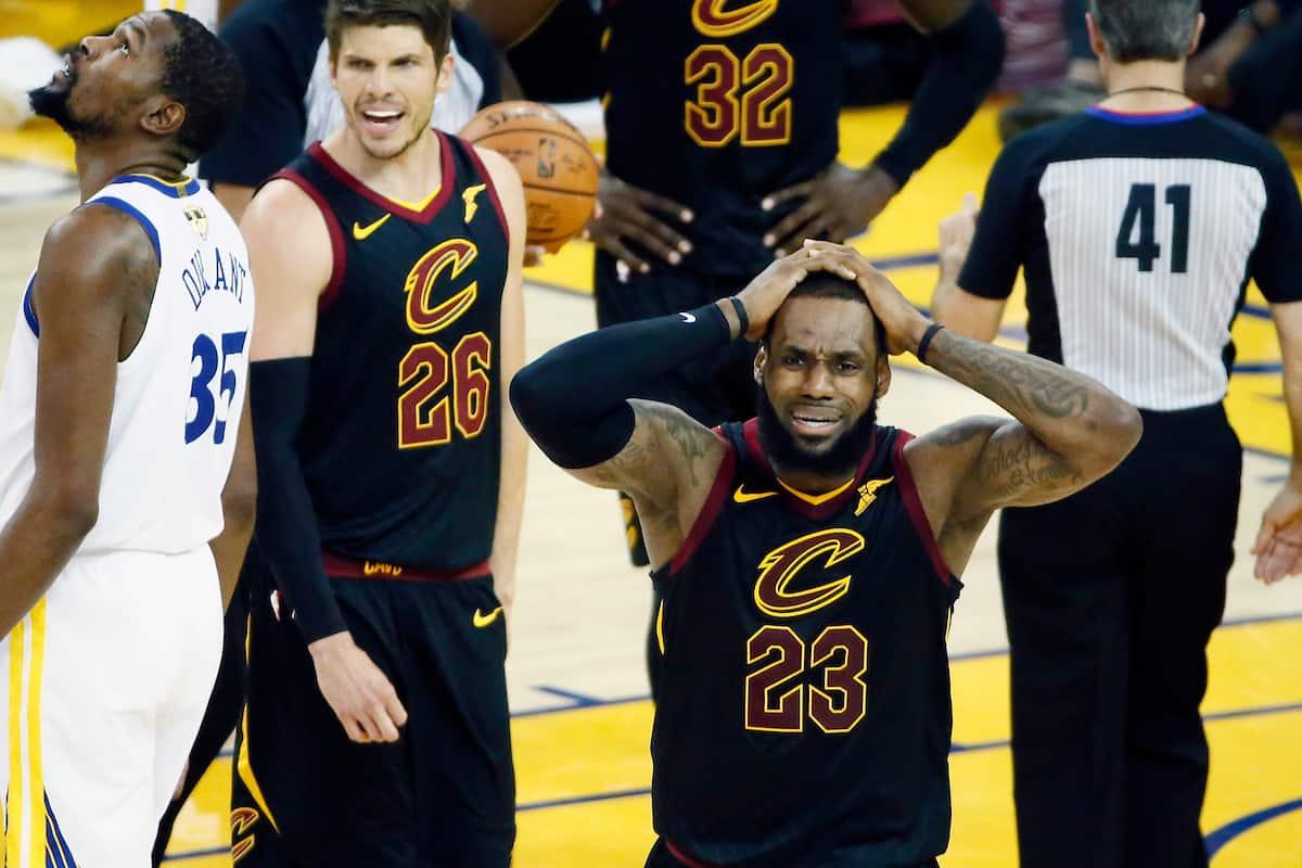 LeBron James ne digère pas la décision des arbitres… qui fera basculer la rencontre