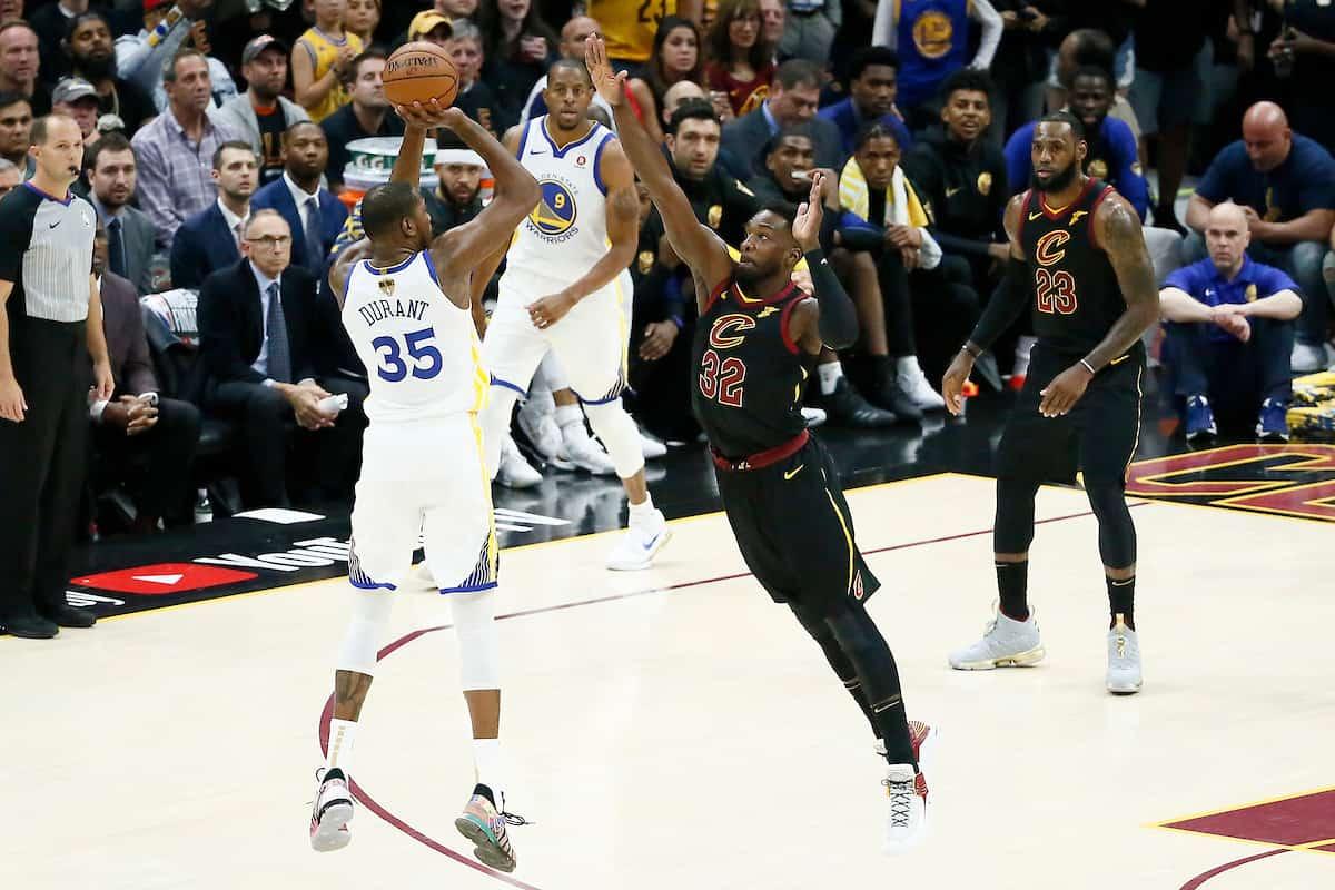 Kevin Durant sensationnel, les Warriors mènent 3-0