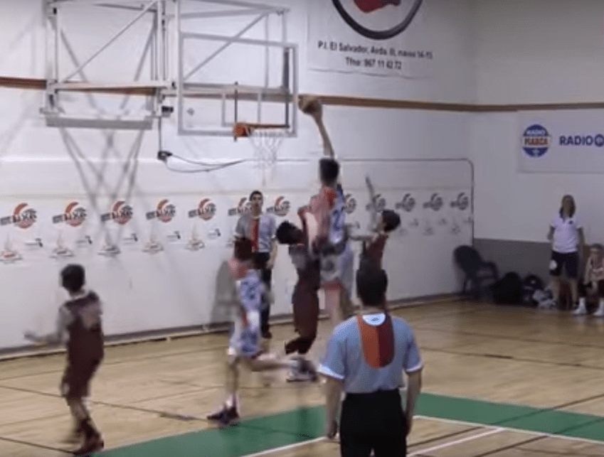 Olivier Rioux, ce géant (2,13m) de 12 ans traumatise ses adversaires