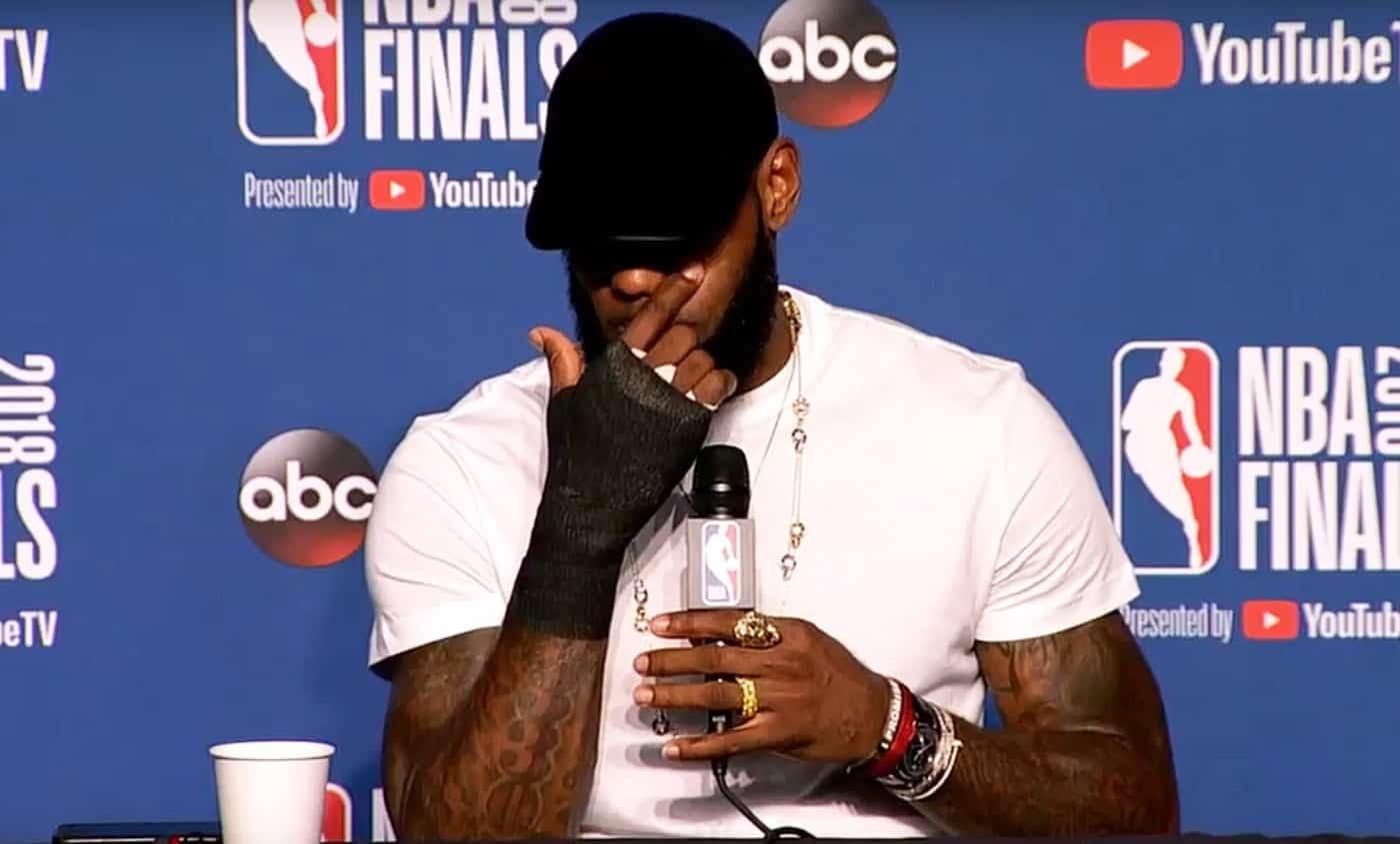 Le camp de LeBron James dément des discussions avec Leonard
