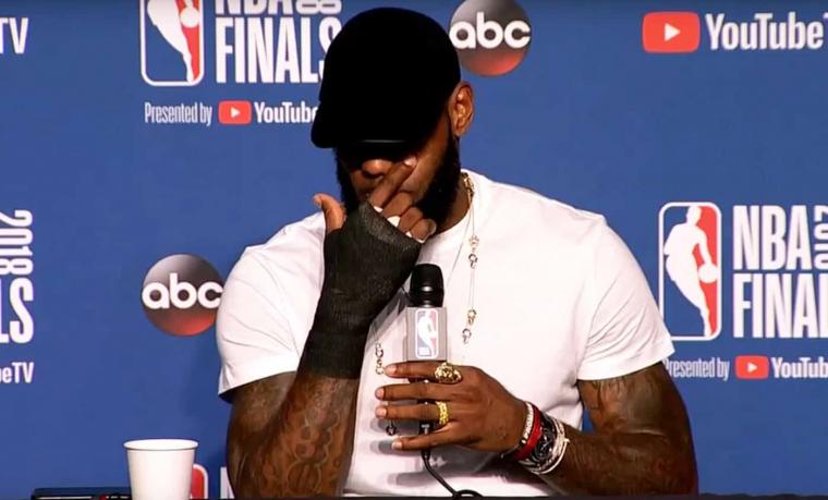 LeBron James : «J'ai joué avec une main cassée»