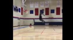 Monstre : Zion WIlliamson claque un gros dunk de la ligne des lancers francs !