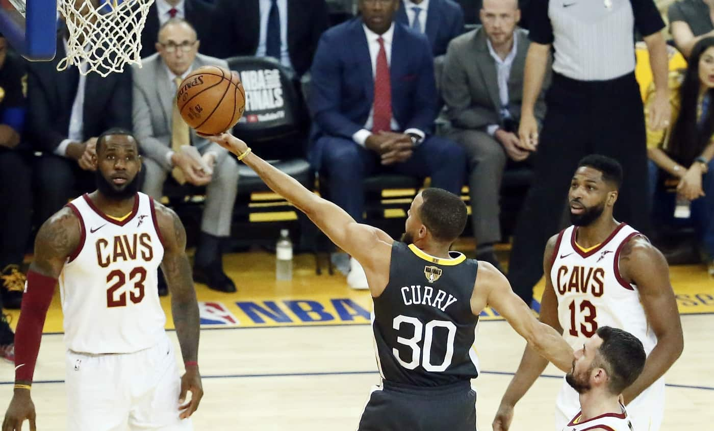 Les Warriors déroulent, Curry étincelant dans le game 2