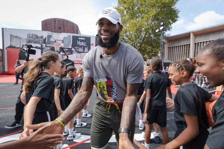 LeBron James à Paris, pour le plaisir des fans français