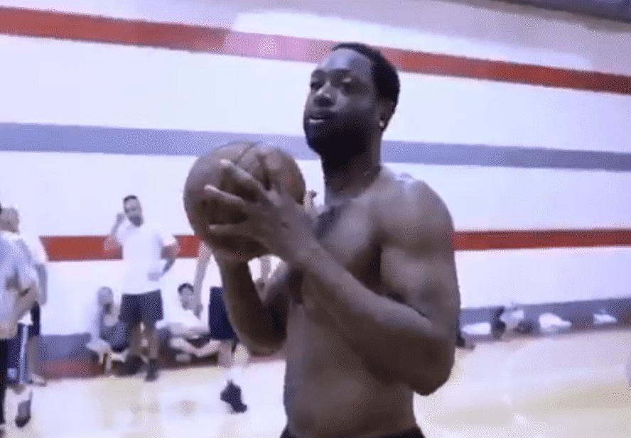 Dwyane Wade débarque dans un pick-up game à New York