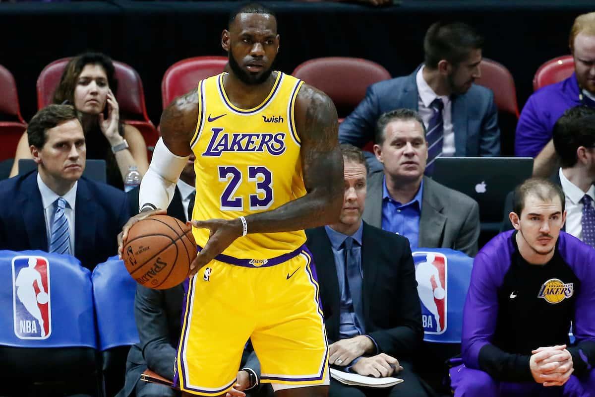 Le premier panier et le premier caviar de LeBron aux Lakers