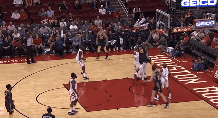 Top 5 : Myles Turner claque un poster massif !