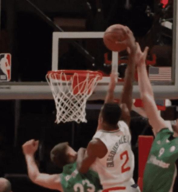 L'énorme dunk de Shai Gilgeous-Alexander sur deux joueurs !