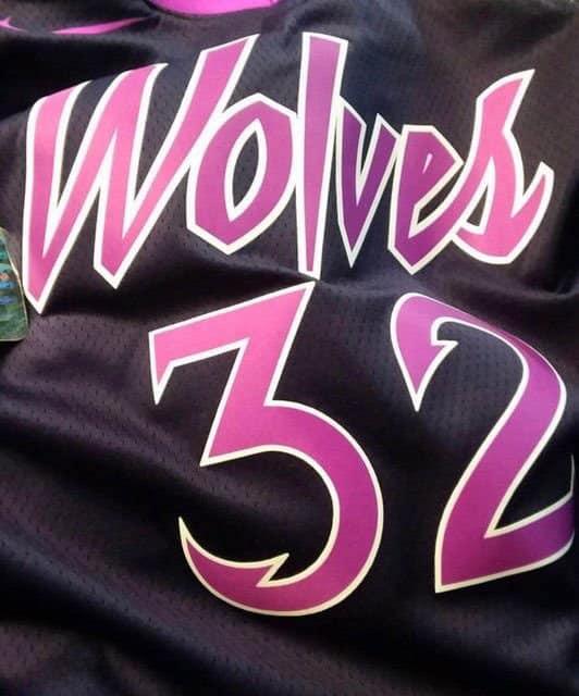 Leaké, le nouveau maillot des Wolves est MAGNIFIQUE