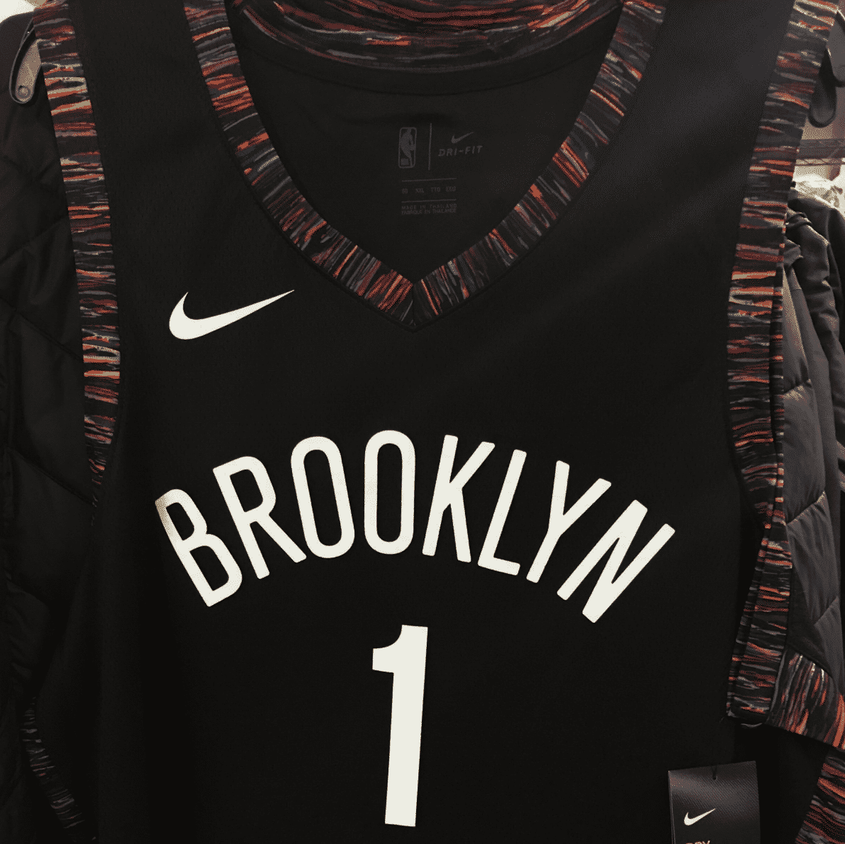 Les Nets poursuivis en justice pour un maillot