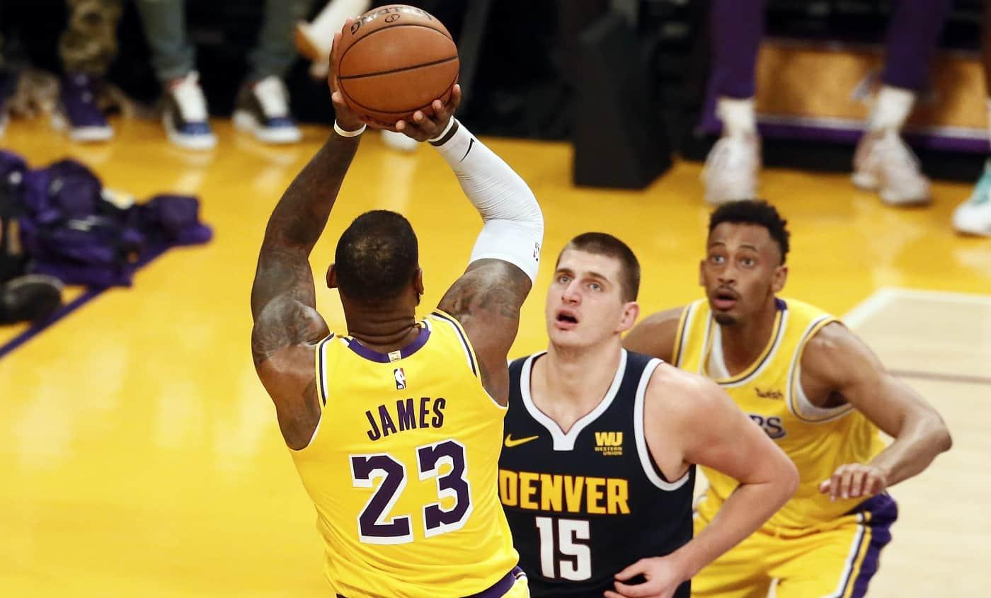 Toujours blessé, LeBron James a recommencé à shooter