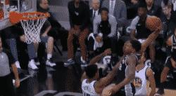 Top 10 : Rudy Gay cale un énorme dunk !