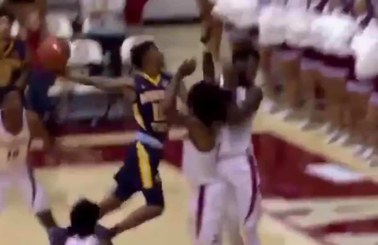 Ja Morant claque encore un dunk monstrueux en match