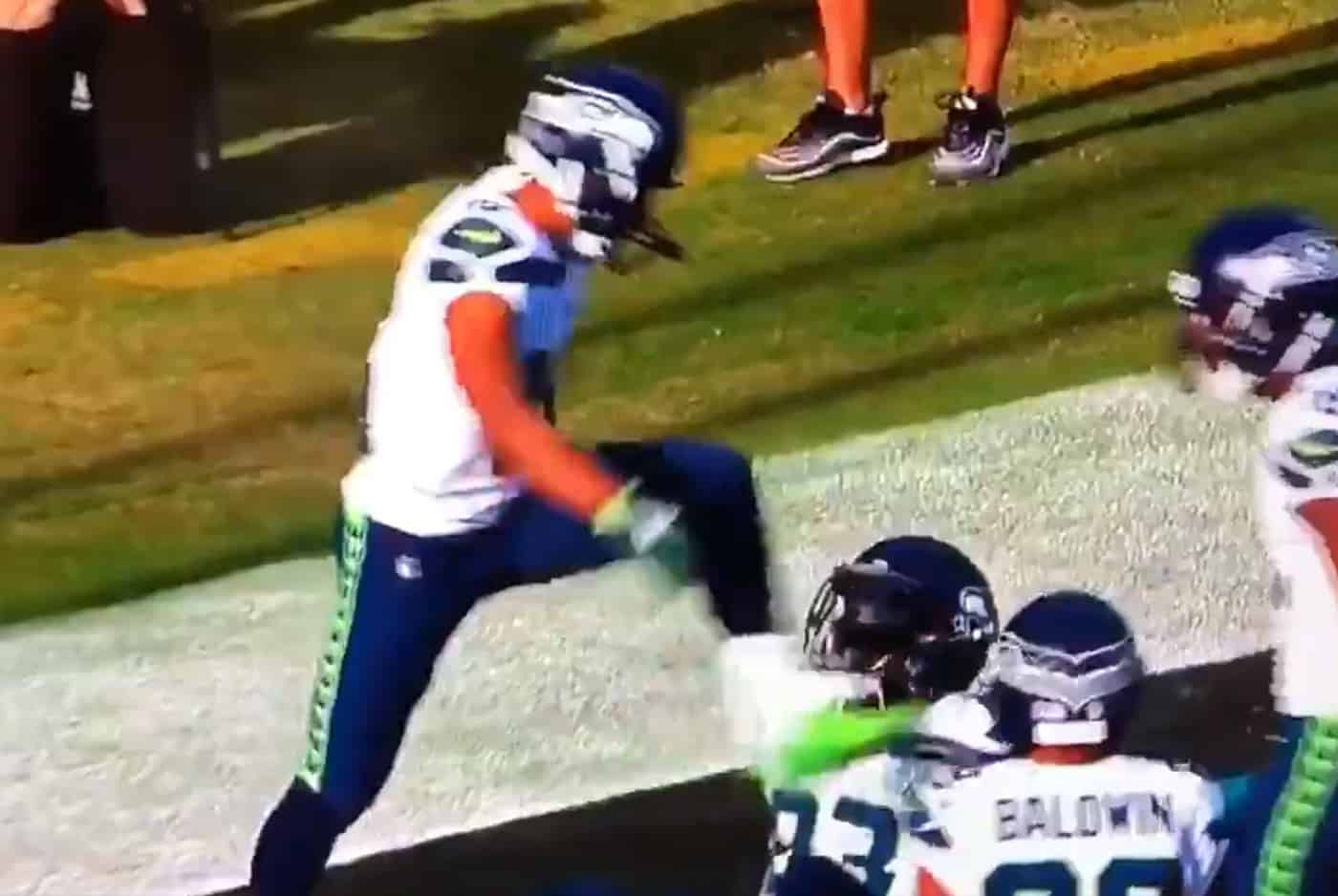 Quand les Seahawks imitent la scène culte d'Iverson sur Lue