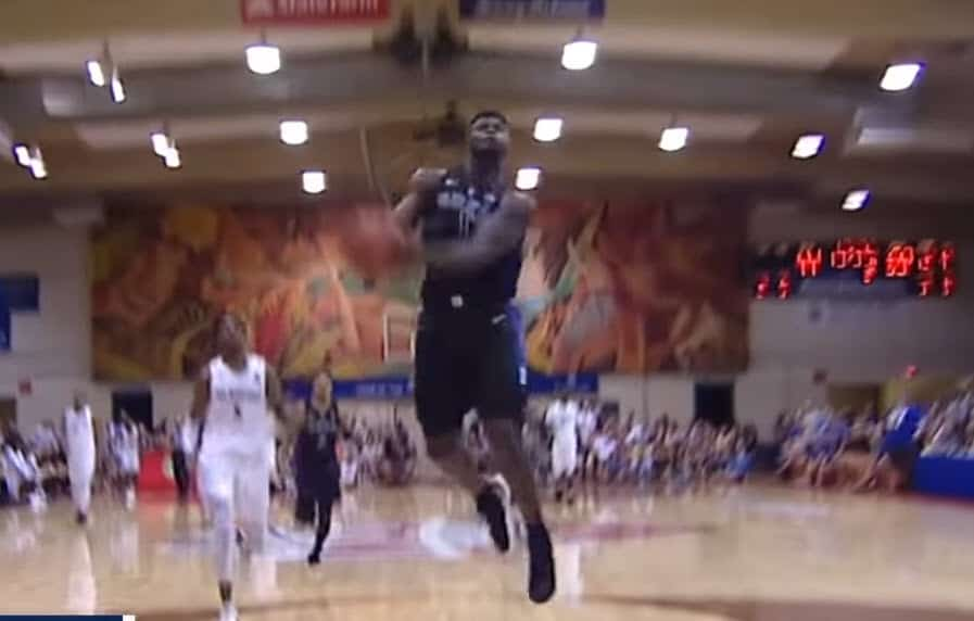 Zion Williamson envoie du moulin à Hawaï