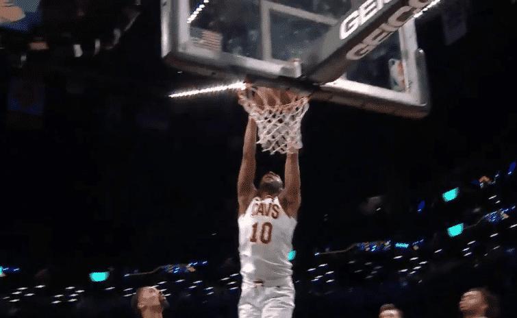 Alec Burks claque déjà un dunk de la gagne pour les Cavaliers