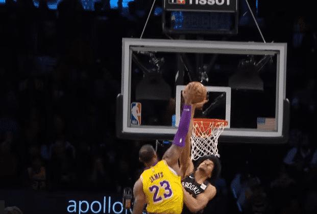 Top 5 : Jarrett Allen met un block gigantesque à LeBron
