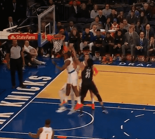 Les Knicks inventent la claquette dunk… contre son camp
