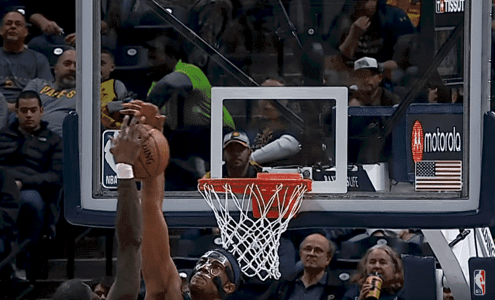 Top 5 : L'énorme block de Myles Turner