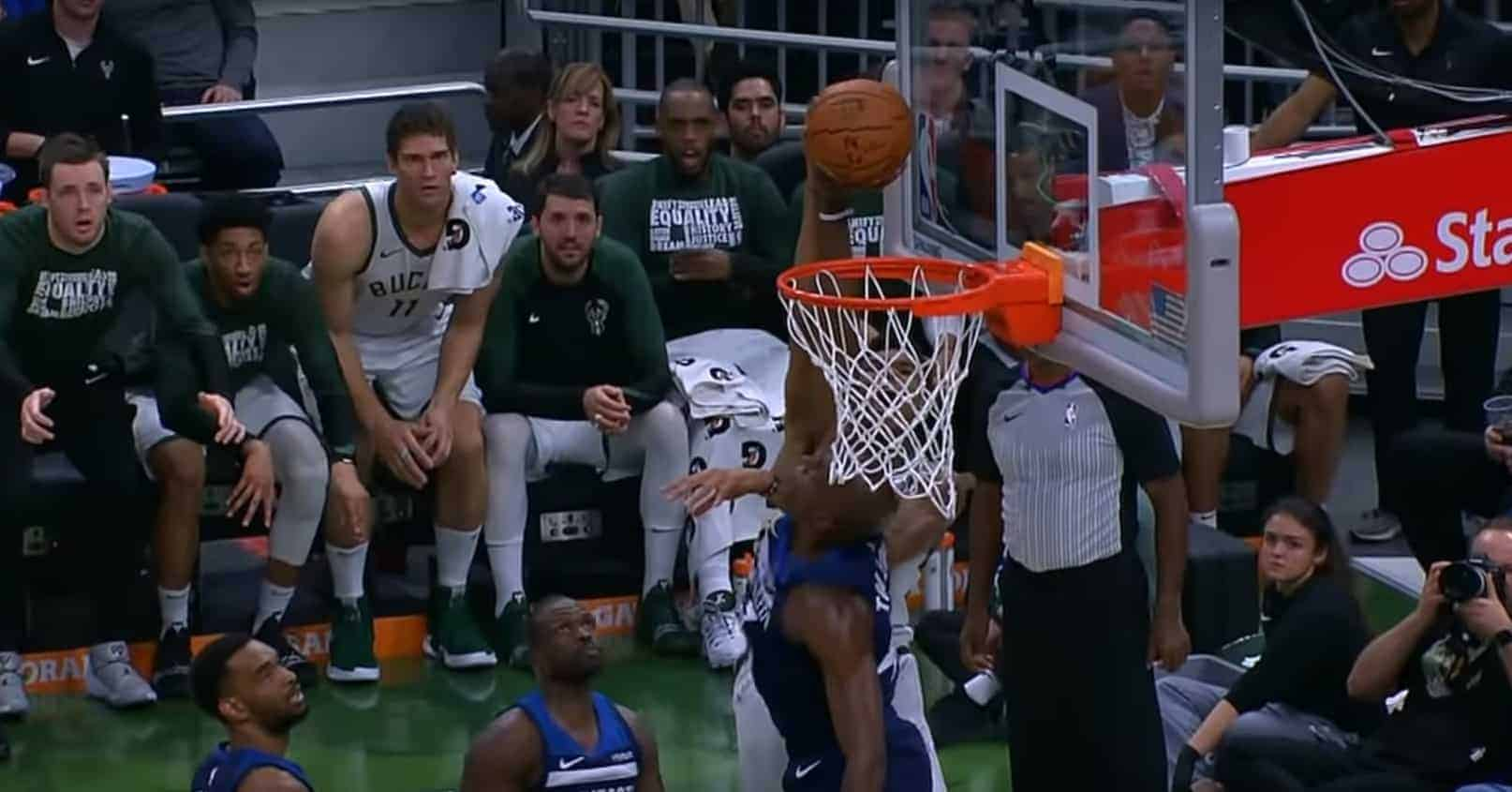 Top 10 : Anthony Tolliver dit non à Giannis Antetokounmpo !