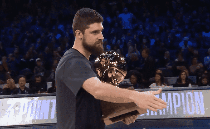 Joe Harris domine Stephen Curry à 3 points !