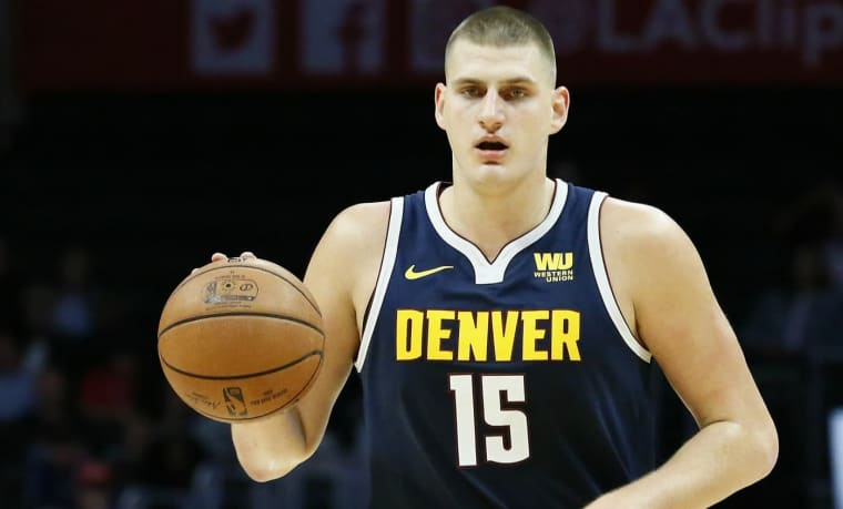 Nikola Jokic comparé à LeBron James par son coach Mike Malone