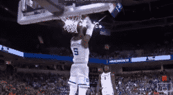 Top 10 NCAA : le gros dunk de RJ Barrett devant un Zion Williamson fou