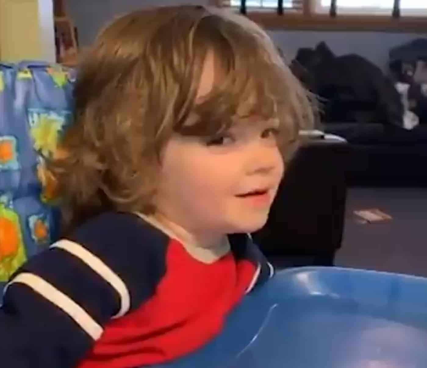 Ce gamin de 2 ans connaît tout le roster des Cavs !