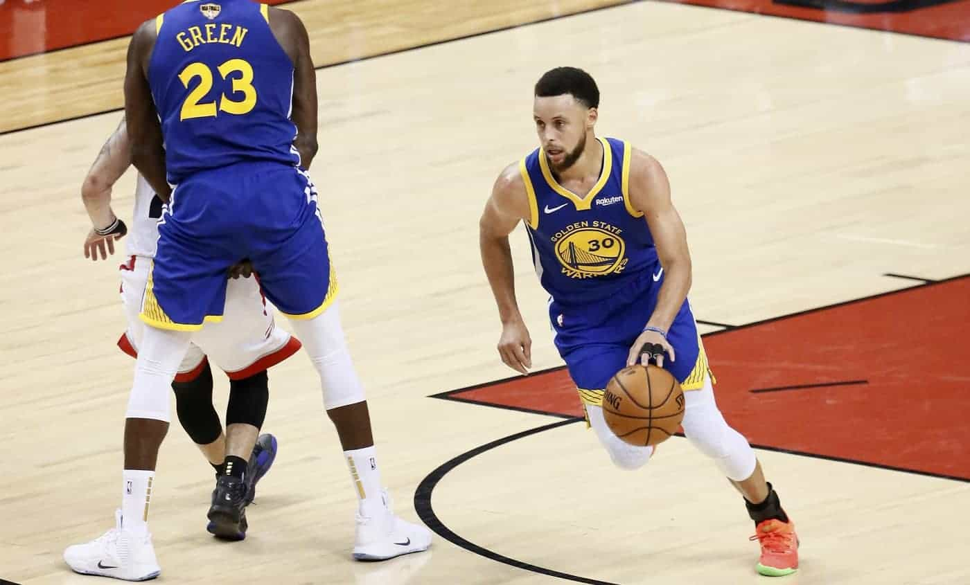 Stephen Curry a baptisé le Chase Center avec… un airball