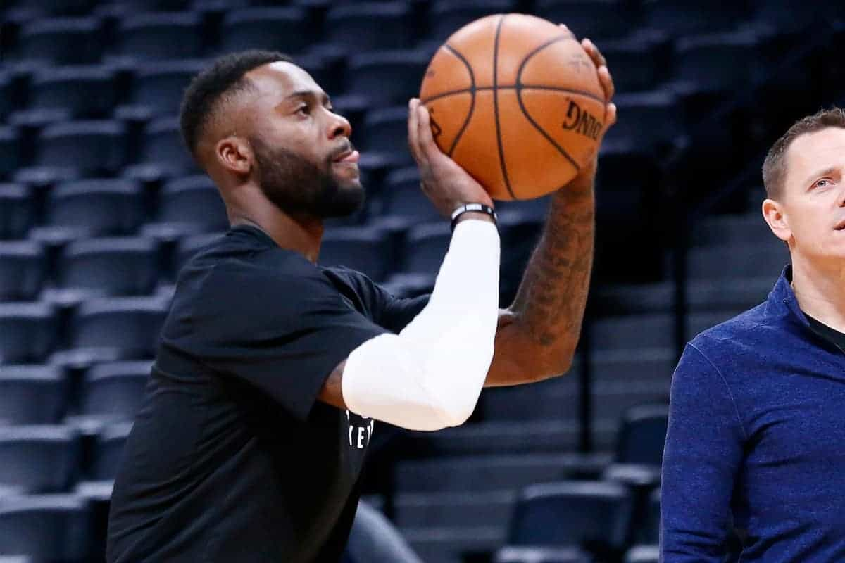 Les Sixers ont envoyé Jonathon Simmons aux Wizards